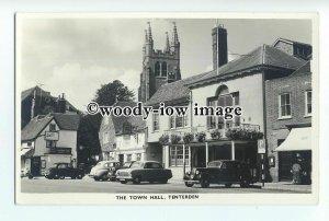 aj0282 - Cars Parked by Century Inn , Town Hall , Tenterden , Kent - postcard