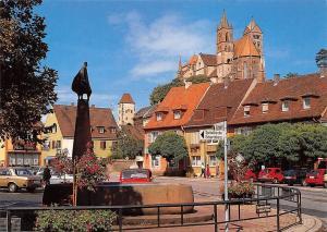 Breisach am Rhein, Marktplatz mit Europa Brunnen und St Stephans Muenster Auto