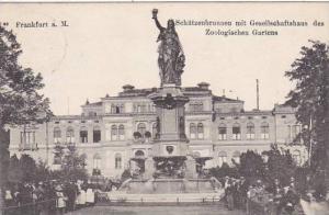 Germany Frankfurt Schuetzenbrunnen mit Gesellschaftshaus des Zoologischen Gar...