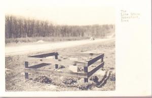 Iowa - The Lone Grave, Homestead