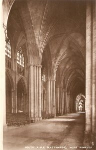 York Minster. South Aisle (Eastbopund)! Ruck Real Photograph PC Series B