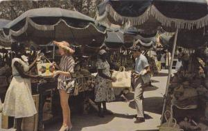 Tourists shopping at Nassau in the Bahamas, PU-40-60s