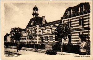 CPA RAMBOUILLET - L'École de Garcons (246606)