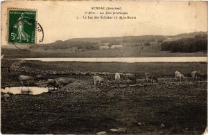 CPA Aubrac - Le Lac des Salhiens vu de la Route (475145)