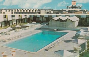 ATLANTA , Georgia , 1967 ; Air Host Inn , Atlanta Airport , Swimming Pool