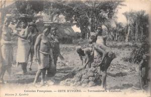 Cote d'Ivoire, Ivory Coast, Terrassiere a Toumodi, Native People