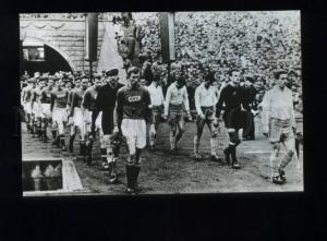 166364 USSR national football team & POLAND team 1957 postcard