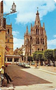 Mexico Parroquia de San Miguel de Allende Gto Church Vintage Cars Voitures