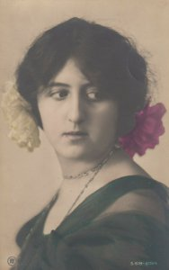 RP: Portrait of Brunette Woman with flowers in her hair, PU-1906