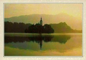 Joegoslavie Bled in the Slovene Alps The Church Saint Mary of the Lake Postcard
