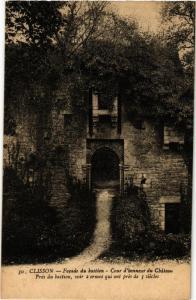CPA Clisson Facade du bastion - Cour d'bonneur du Chateau (610966)