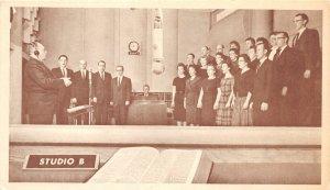 H62/ Cincinnati Ohio Postcard c1940s Interior Church Bible Broadcast  69