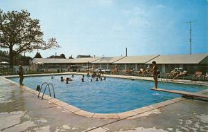 Kulpsville Pennsylvania Old Village Motel Pool View Vintage Postcard K49237