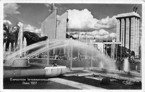 France Paris 1937 Jardins et Bassins du Trocadero Fountains Gardens