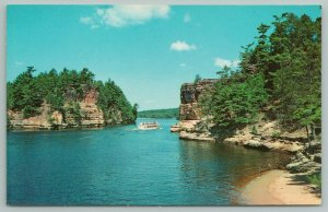 Wisconsin Dells~jaws of the Dells High Rock & Romance Cliff~Vintage Postcard