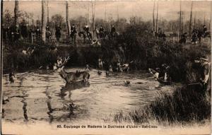 CPA   Équipage de Madame la Duchesse d'Uzés-Bat-L'eau (359125)