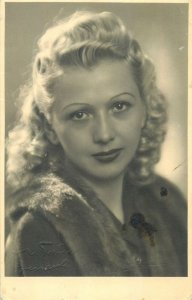Postcard Social history woman portrait 1941