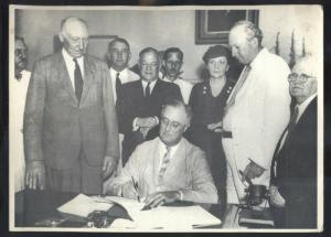 REAL PHOTO PHOTOGRAPH 8X10 PRESIDENT ROOSEVELT SIGNING SOCIAL SECURITY BILL