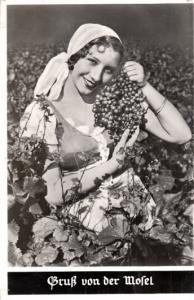 Grus aus Mosel - Young Lady with Grapes