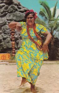 Polynesian Cultural Center , Hawaii , 40-60s ; Samoan woman demonstrates dance