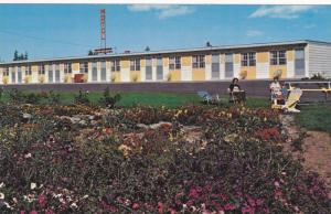 Flower Garden, Picnic Area, Exterior of Windsor Motel and Lodge, Cornwall, Pr...