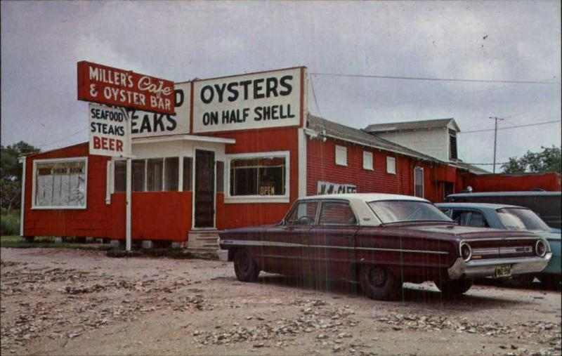 Winnie TX Millers Oyster Bar Old Cars GREAT ROADSIDE c1960 Postcard