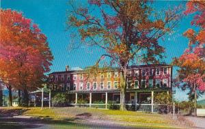 New Hampshire New London The Presidenial Inn Is A Cheerful Country Inn That I...
