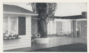 TORONTO , Ontario , 30-40s ; SIMPSON's Store , House of Ideas