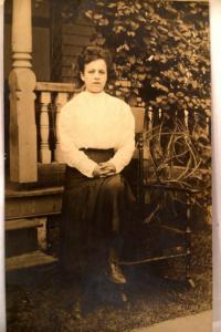 pre-1918 rppc fashion PRETTY WOMAN WITH WHITE BLOUSE nice postcard y3858