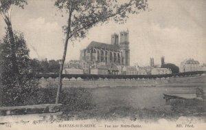 MANTES-SUR-SEINE, France , 1900-10; Vue sur Notre Dame