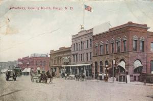FARGO , North Dakota , 1913 ; Broadway , Looking North