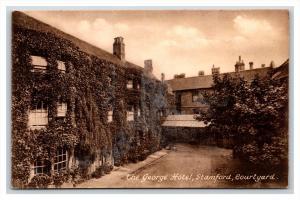 14292   England   Stamford  the George Hotel Courtyard