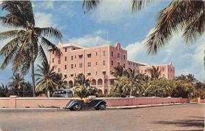 4546  Bahamas  Nassau   Fort Montagu Beach Hotel,  MG Car
