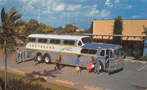 America's favorite bus: the super Scenicruiser Bus 1963