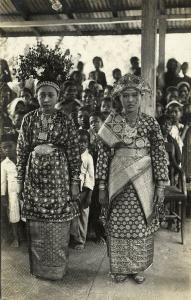 indonesia, SUMATRA, Beautiful Native Minangkabau Girls in Costumes (1920s) RPPC
