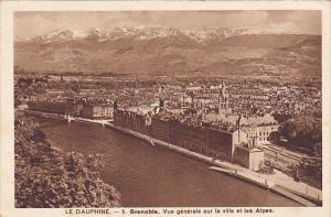 France Dauphine Grenoble Vue generale sur la ville et les Alpes