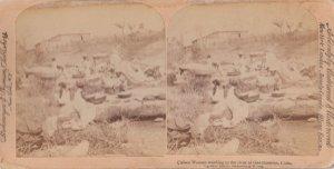 SV: GUANTANAMO , Cuba , 1899 ; Cuban women washing clothes in the river