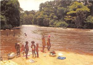 BR27641 Gabon baignade dans la riviere gabon
