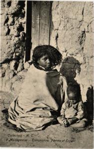 CPA TANANARIVE Femme et enfant MADAGASCAR (709488)
