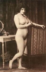 Nude lady Modern Spanish  PC, repro of old French postcard. Continental size