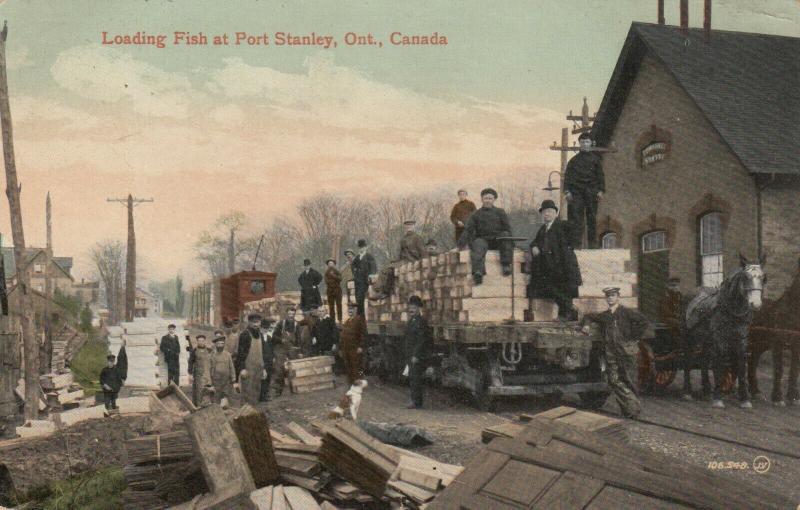 PORT STANLEY , Ontario , Canada , 1912 ; Loading Fish