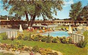Niagara Falls Canada~Park Lane Motel Swimming Pool~Men Sitting~1970s Cars Parked