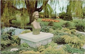 Bust Of Queen Elizabeth Beacon Hill Park Victoria BC Vintage Postcard D63
