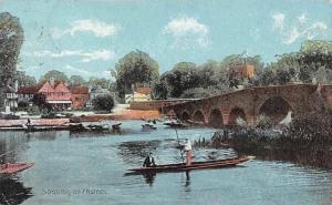 Sonning on Thames River Bridge Pont Canoe Partial view