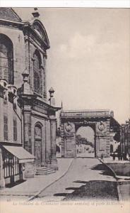 France Beaune Le Tribunal de Commerce et porte St-Nicolas