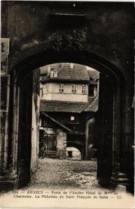 CPA  Annecy - Porte de l'Ancien Hotel de Mme de Charmoisy  (691093)