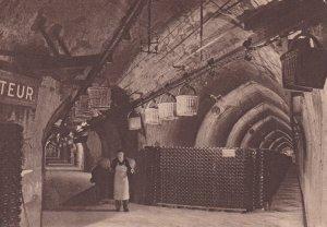 REIMS , France , 1930s ; Champagne Pommery & Greno, Jonction de deux galeries...