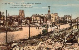 Military Reims dans les Ruines apres la Retraite des Allemands 01.34