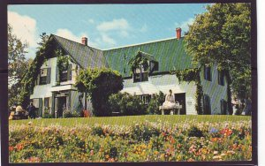 P1393 unused postcard the green gables cavendish P.E.I. canada