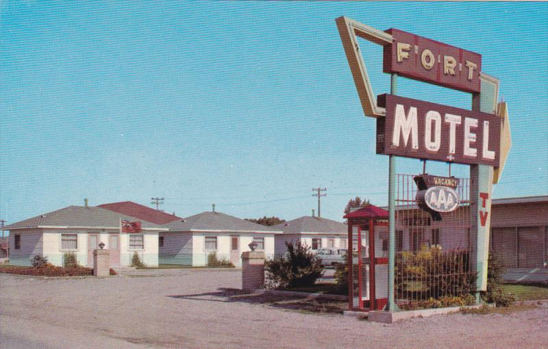 Fort Motel, Replica of old ´Fort Macleod´, Alberta, Canada, 40-60s